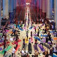 Unique places to do yoga around the world !